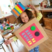 Juegos con cajas de cartón para estimular la imaginación de los niños