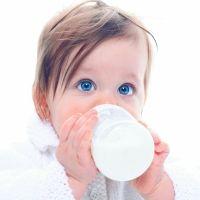 Cuánta leche debe tomar el bebé según su edad