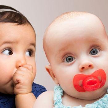 Chupete o dedo, ¿qué es peor para el bebé?