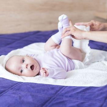 El bebé ha manchado el pañal de rojo: los uratos