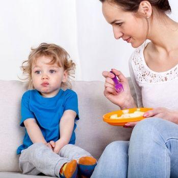 Niños que comen peor con mamá
