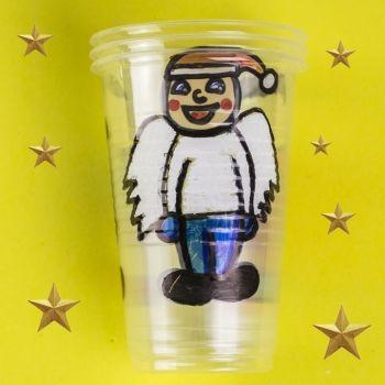 Juego con vasos de plástico para Navidad. Manualidades infantiles