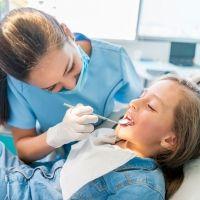 Mitos sobre la primera visita al dentista de los niños