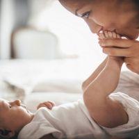 Por qué los bebés tienen las manos y los pies fríos