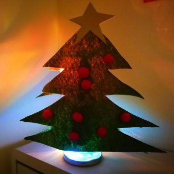 Lámpara con forma de abeto navideño