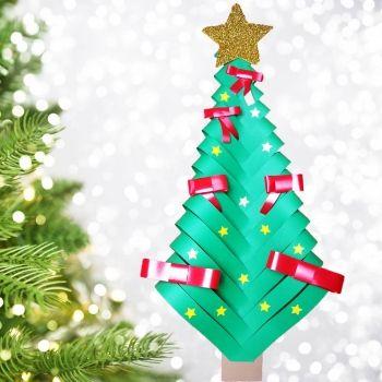 Árbol de Navidad con cartulina. Manualidad infantil  con material reciclado