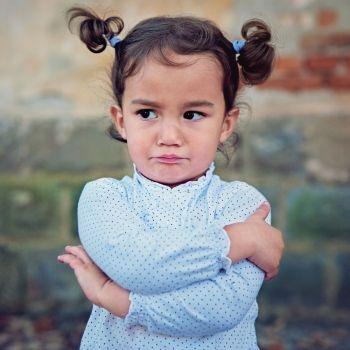 Niños susceptibles que se enfadan por todo