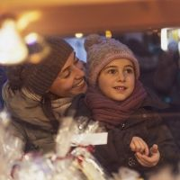 La importancia de regalar al niño regalos emocionales