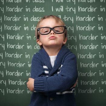 El error de castigar al niño a escribir algo 100 veces