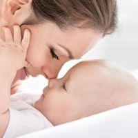 Cuantas más caricias mejor vocalización de los bebés