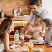 La importancia de comer en familia para el niño