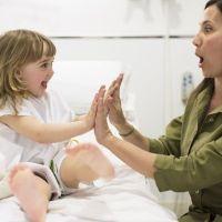Cómo dar ánimos al niño hospitalizado