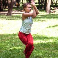 Postura de yoga del Águila. Asanas de yoga para niños