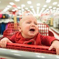 Centro comercial, el peor sitio para ir con el bebé