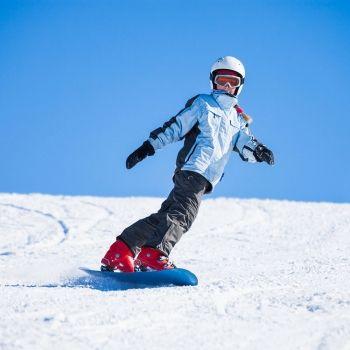 Todo lo que debes saber sobre el snowboard para niños