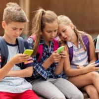 Lo que debes tener en cuenta si vas a comprar un smartphone a tu hijo adolescente