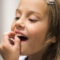 Qué es normal y que no, cuando salen los nuevos dientes de los niños