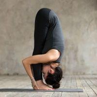 Postura de yoga de la Pinza. Asanas de yoga para niños