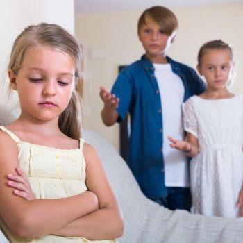 Niños con celos a los hermanastros