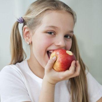 Las frutas y verduras para niños... ¡mejor con piel!