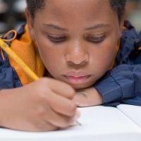 10 fabulosos beneficios de los dictados para los niños