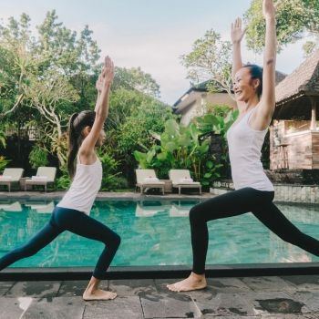 Postura de yoga del Guerrero indio. Asanas de yoga para niños