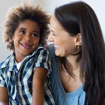 Cómo es la relación entre la madre Capricornio y el hijo Acuario