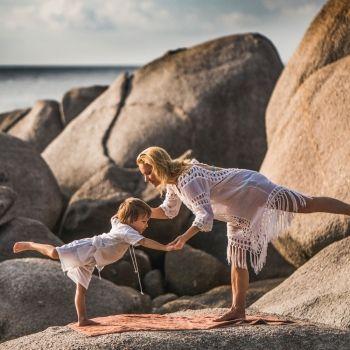 Postura de yoga del guerrero III. Asanas de yoga para hacer con niños