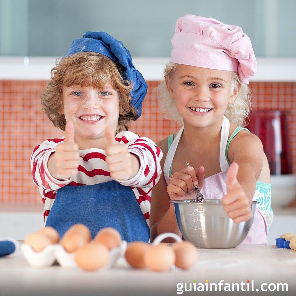 Ni os vamos a la cocina - Nina cocinando ...