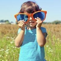 Niños al sol pero con gafas