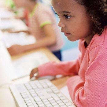 Las niñas son las que más sufren acoso en Internet