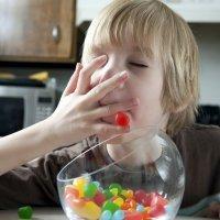 Los efectos de las chucherías en el peso de los niños