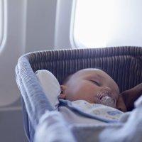 Viajar sola con el bebé en avión