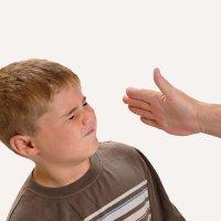 Pegar a los niños solo les enseña a tener miedo