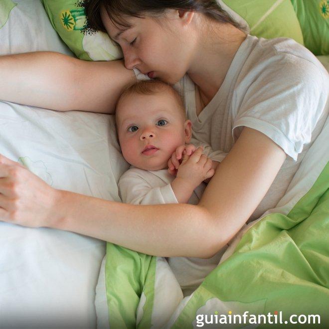 Bebé que duerme de día y se despierta de noche