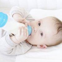 Lo más importante a la hora de alimentar al bebé con biberón