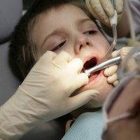 Qué hacer cuando un niño pierde un diente por accidente