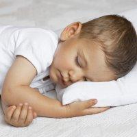 Qué hacer para que los niños duerman de un tirón