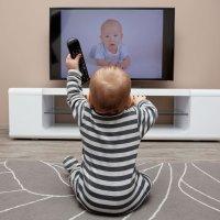 La televisión para los niños de dos años: mejor evitarla