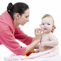 Cómo limpiar los oídos de tu bebé