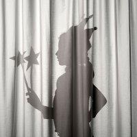 Teatro de sombras con las manos de los niños