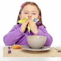 Los niños deben acabar de comer cuando sacie su apetito
