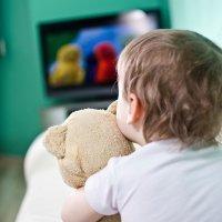 Cuánto tiempo pueden ver la televisión los niños