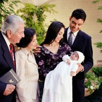 Criterios para elegir los padrinos que bautizarán al bebé