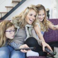 Hay que enseñar a los niños a ver la televisión