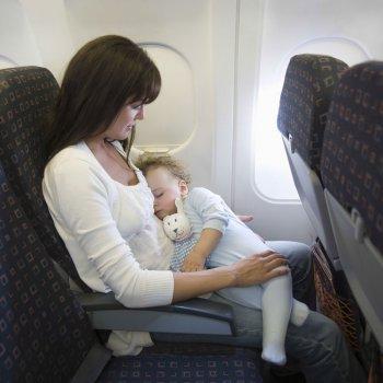 Zonas libres de niños en aviones y trenes, ¿es discriminatorio?