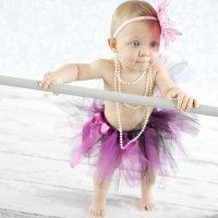 Bebé coreógrafo es copiado e imitado por bailarines