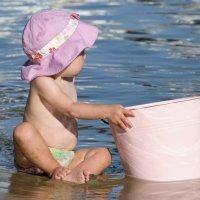 El primer contacto del bebé con el mar