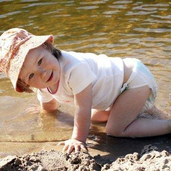 La difícil relación de mi bebé con la arena de la playa