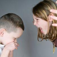 El acoso entre hermanos puede generar depresión en adultos